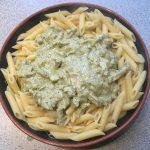 Smulsalade met parelcouscous, witte kaas en munt